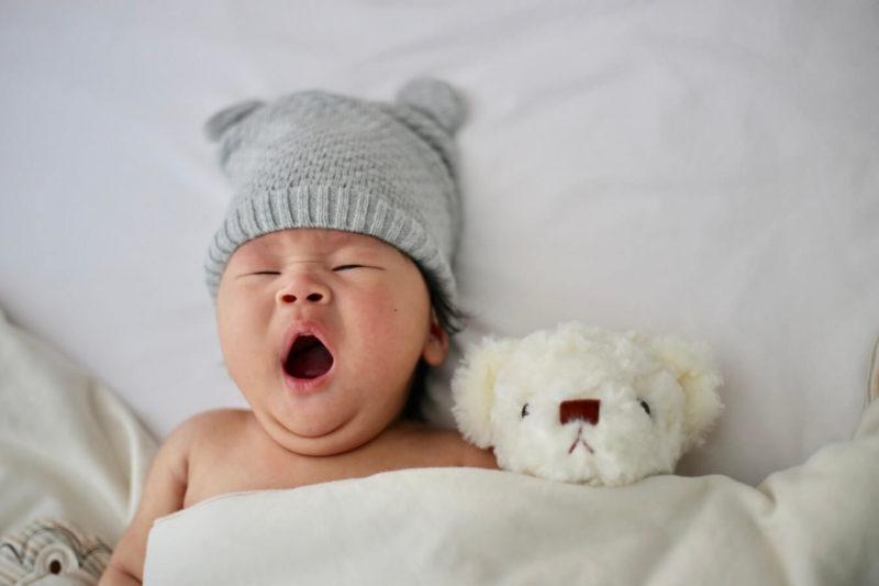 Bebé Bostezando Con Gorro Mi corazón Es Suyo