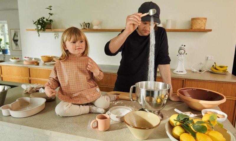 Padre e Hija con Productos de Cocina Liewood